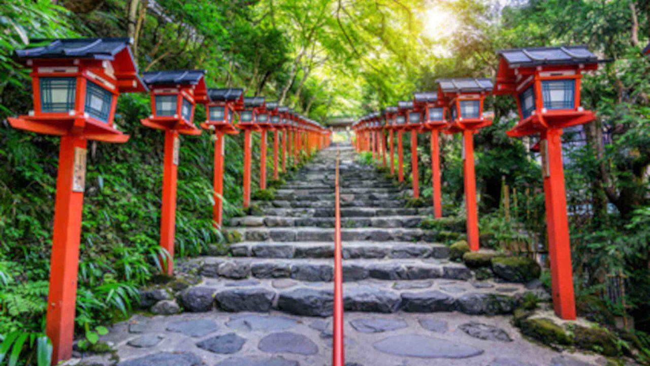 Cheminement vers le temple Kifune Japon Oasis