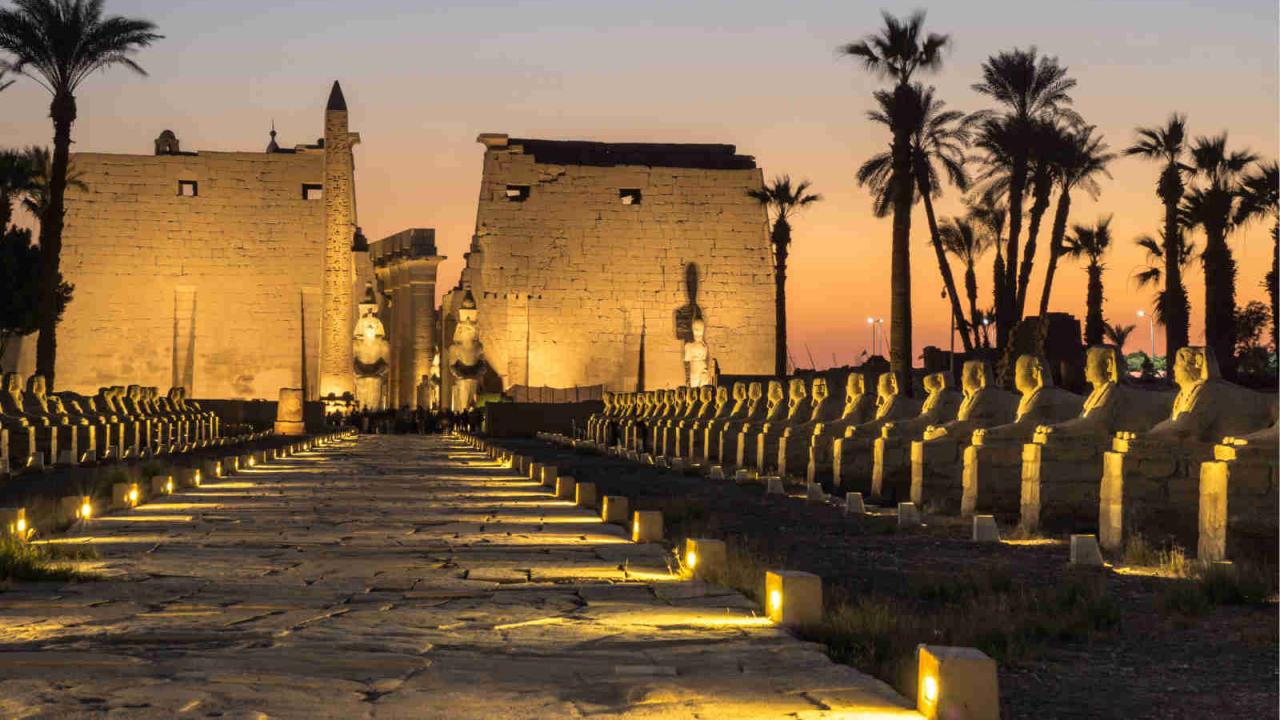 Entrée temple Louxor nocturne Egypte Oasis