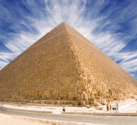 Contemplation pyramide Kheops Egypte Oasis