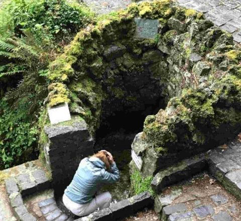 Immersion celte Tobernalt Holy Well Irlande Oasis