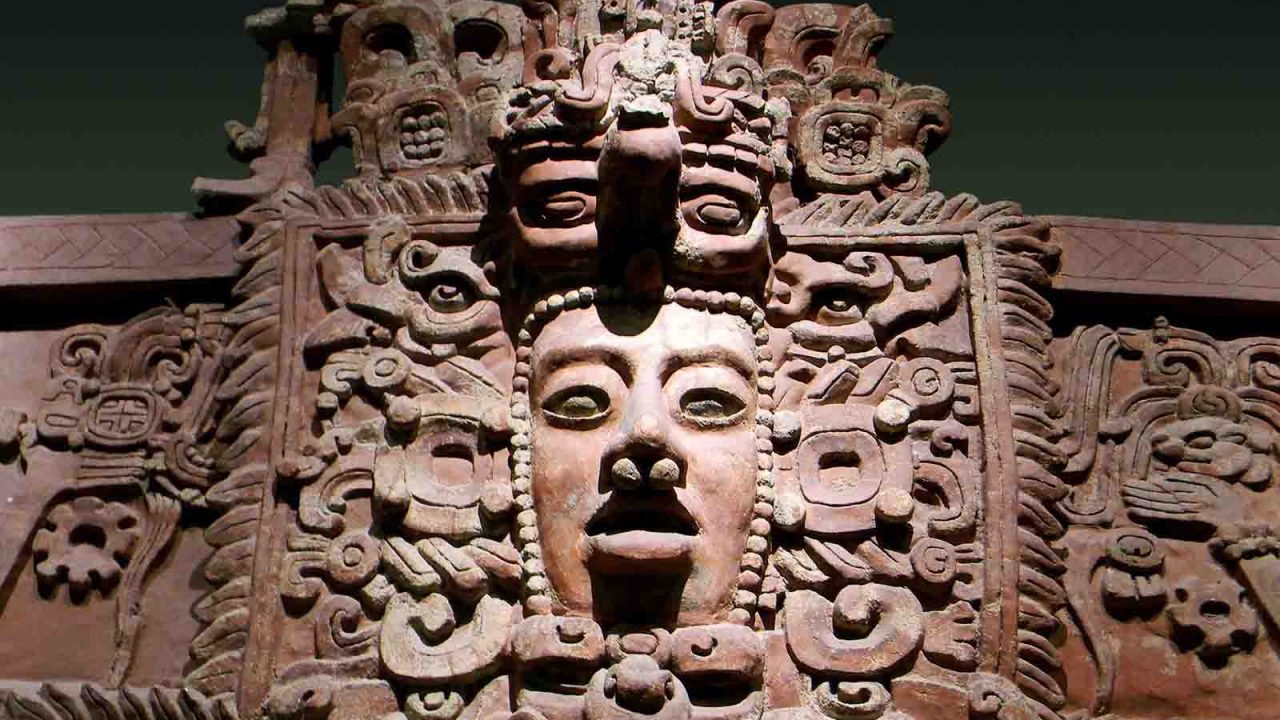 Façade d'un temple exposé au musée anthropologique de Mexico, Mexique, Oasis