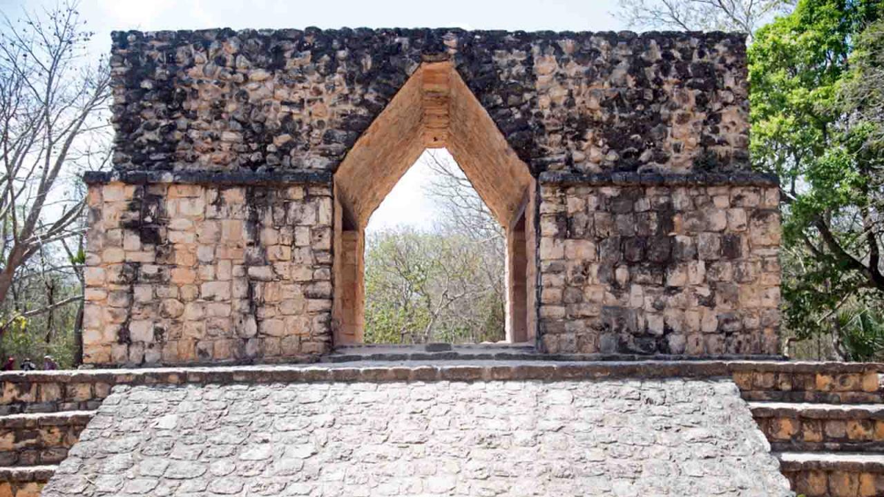 Arche maya sur le site d'Ek Balam, Mexique, Oasis