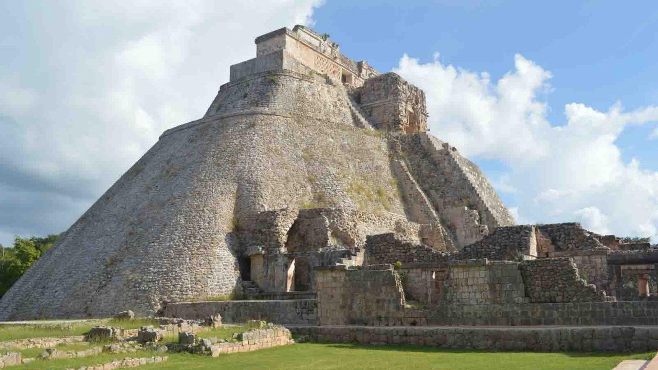 Pyramide d'Uxmal, Mexique, Oasis