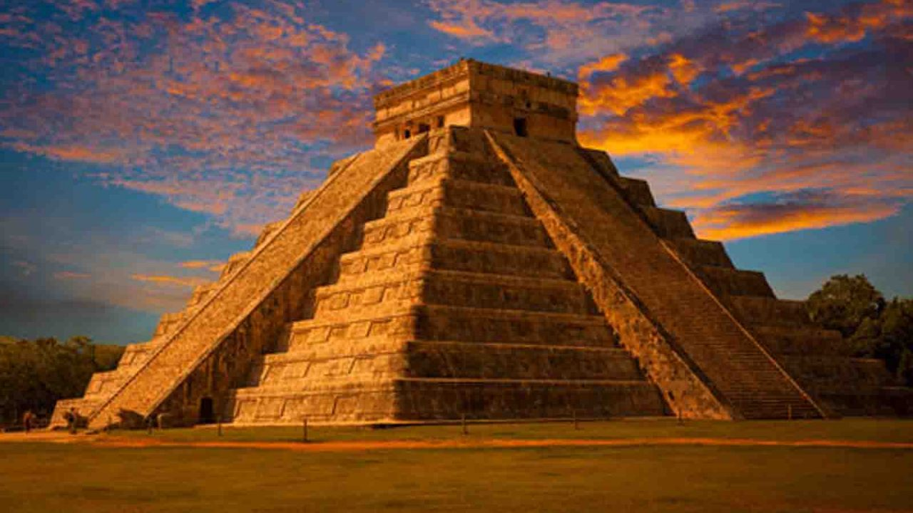 Temple de Kukulcan sur le site de Chichen Itza, Mexique, Oasis