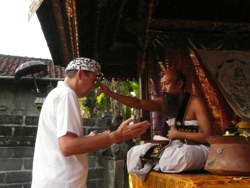 Article : Les balians de Bali par Eric Grange