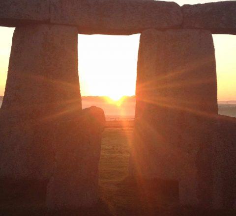 Lever de soleil sur les mégalithes de Stonehenge Angleterre Oasis