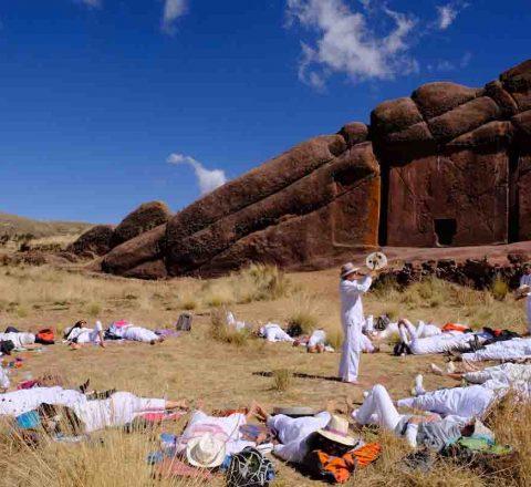 Tambour chamanique devant la porte d'Hayu Marca, Pérou, Oasis