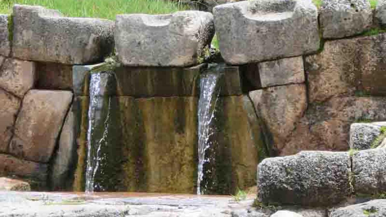 Purification avec l'eau de Tipon, Pérou, Oasis