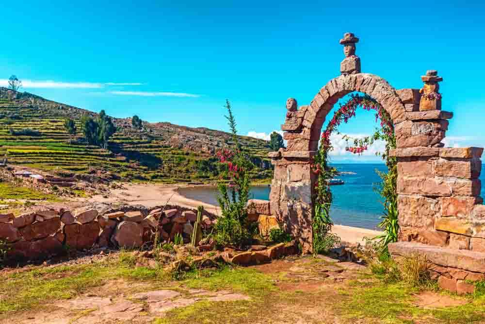 Porte sur le lac Titicaca, Pérou, Oasis