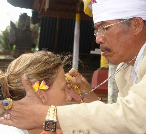 Grand prêtre à Besakih Bali Oasis