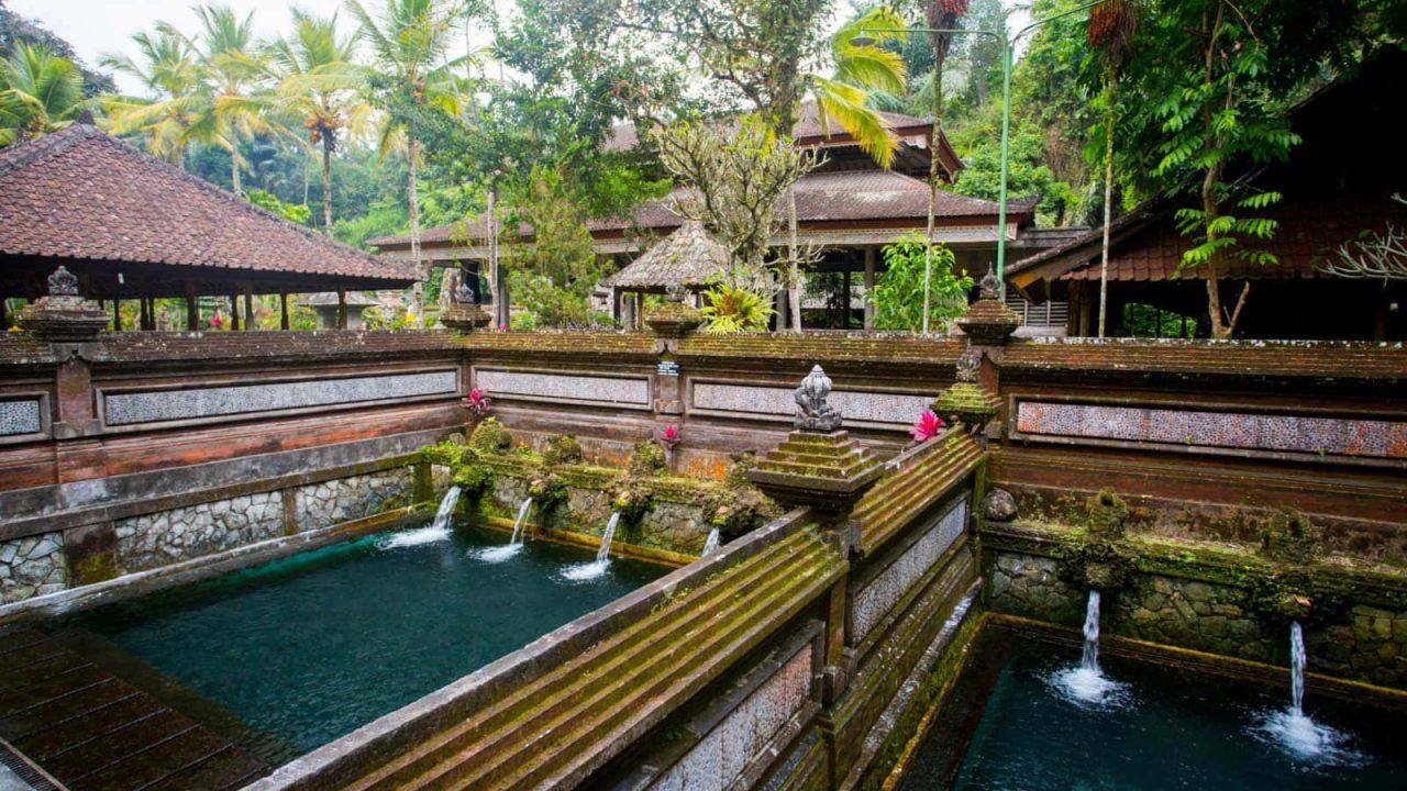 Purification au temple Sebatu Bali Oasis