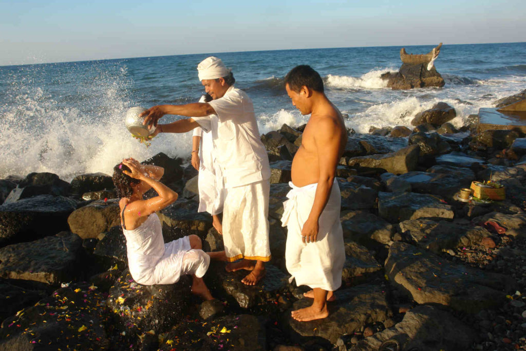 Rituel en bord de mer, voyage spirituel à Bali Oasis