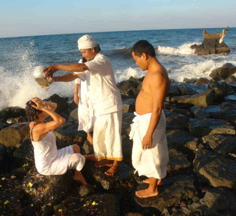 Rituel en bord de mer à Bali Oasis