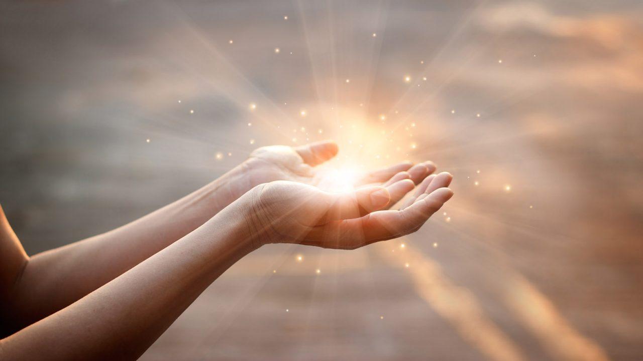 Mains et lumière magique, Oasis