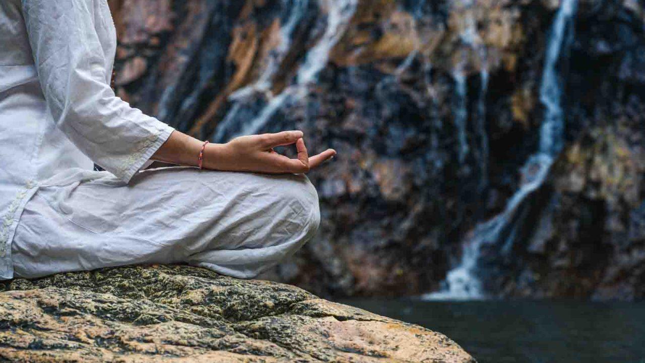 Méditation devant une cascade, Oasis
