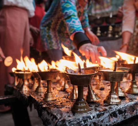 Bougies dans temple bouddhiste Népal Oasis