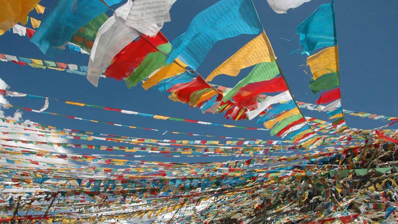 Drapeaux de prière, circuit spirituel Tibet Oasis