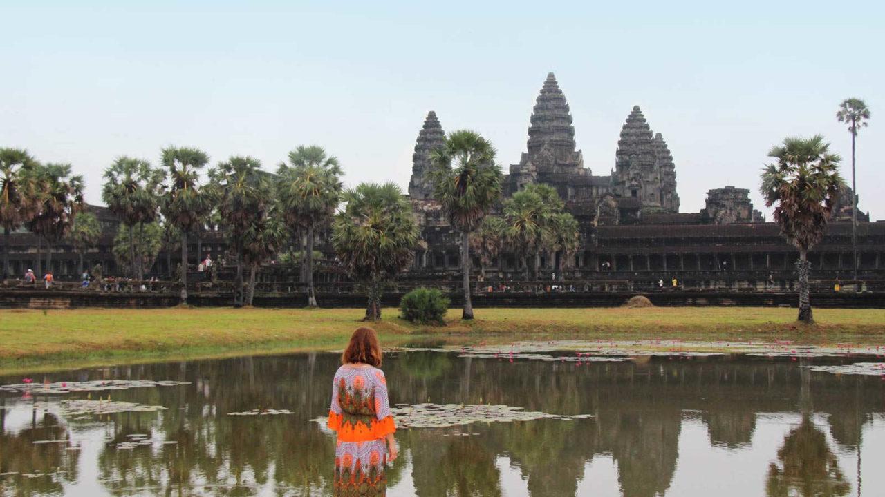 Contemplation Angkor Wat Cambodge Oasis
