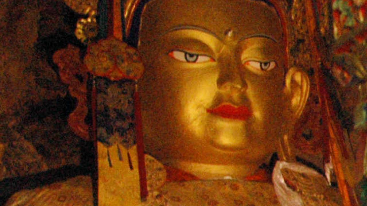 Statue vénérée Maitreya Tibet, voyage initiatique Oasis